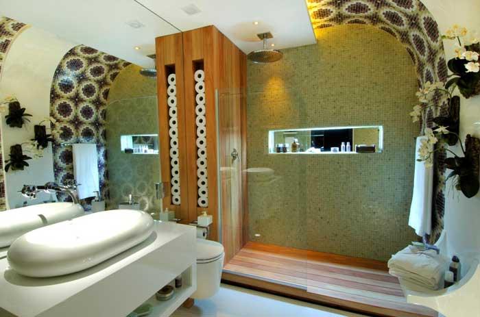decoracao-de-banheiro-com-detalhe-do-teto