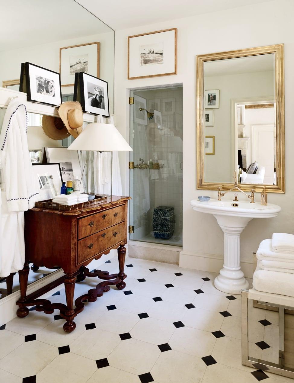 decoracao-de-banheiro-com-moveis-vintage