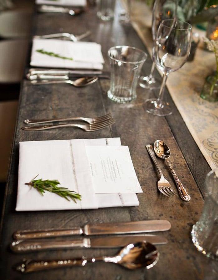 mesa-sevico-francesa-talheres