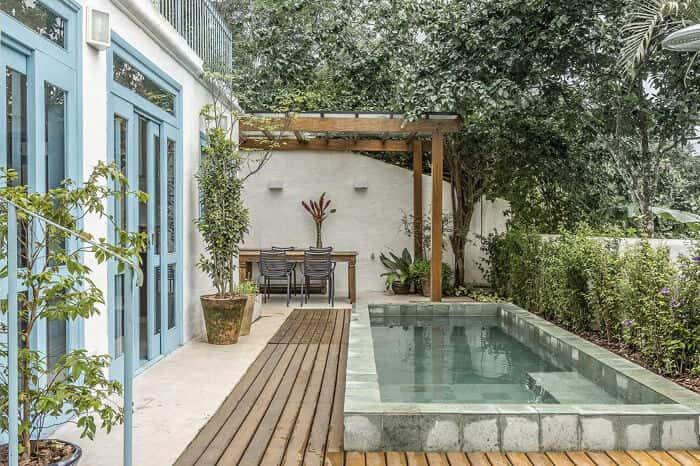 Pergolado no jardim piscina